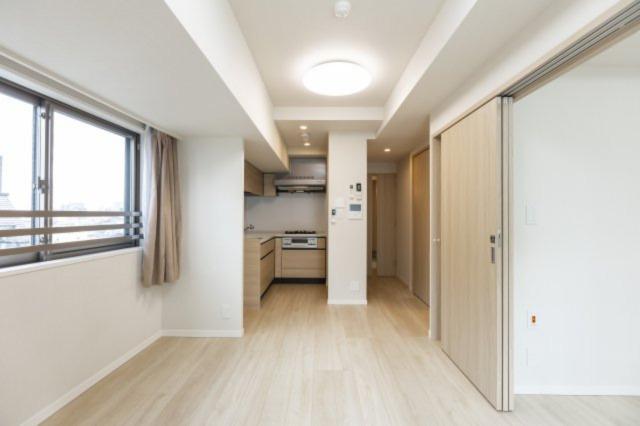 11.2帖のLDKは、床暖房付き。居室の扉も開けることで一体感を持って広々使えます。