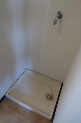 室内洗濯機置き場 ※同建物ほかのお部屋の写真です。