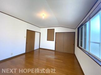 2階洋室10帖です♪収納スペースも設けられており、室内を有効に使用していただけます(^^)ぜひ現地でご覧ください!お気軽にネクストホープ不動産販売までお問い合わせを!