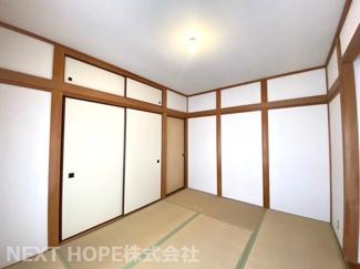 2階和室6.5帖です♪足を伸ばして寛げる居室です!バルコニーに面した明るく開放的な室内です(^^)ぜひ現地でご確認ください♪お気軽にネクストホープ不動産販売までお問い合わせを!