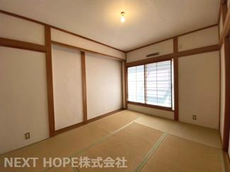 2階和室です♪バルコニーに面した明るい室内です!