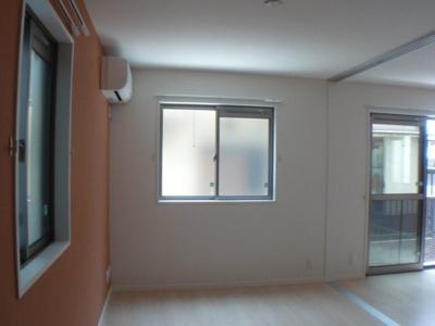 寝室も2面窓;