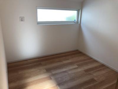 床炭〜湿気の吸着で、カビやダニなどの発生をシャットアウト〜 マリンホームの家には、床下に炭を敷き詰めることで調湿効果を高めます。 結露などの脅威から家を守り、長持ちする家づくりをサポートしています。