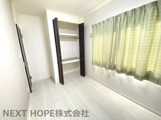 2階洋室5帖です♪明るい室内です(^^)