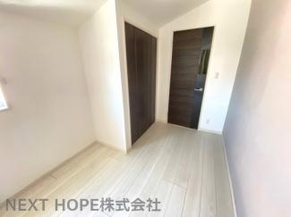 2階洋室5帖です♪各居室には収納スペースが設けれており、室内を有効に使用していただけます(^^)