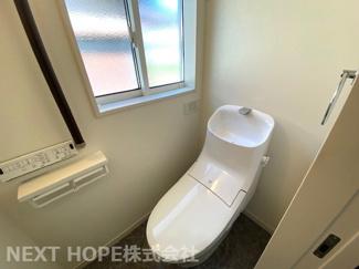 トイレは1階・2階に設けられております♪こちらは2階部分のトイレです!温水洗浄便座です!