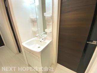 洗面化粧台は1階・2階に設けられております♪ご家族が多いファミリー様もゆっくり朝の身支度ができますね(^^)