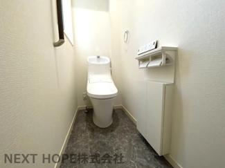 トイレは1階・2階に設けられております♪こちらは1階部分のトイレです!温水洗浄便座です!