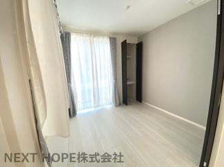 1階洋室4.5帖です♪たいへん明るく開放的な室内です!独立した居室で在宅ワークのお部屋としてもいいですね(^^)