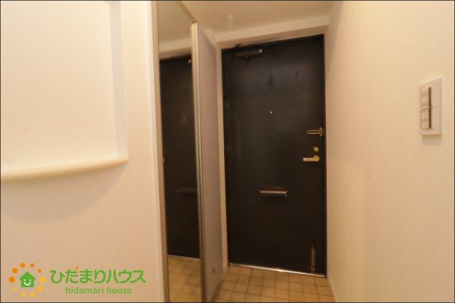 玄関には姿見がございますのでお出かけ前の最終チェックにご利用ください。。