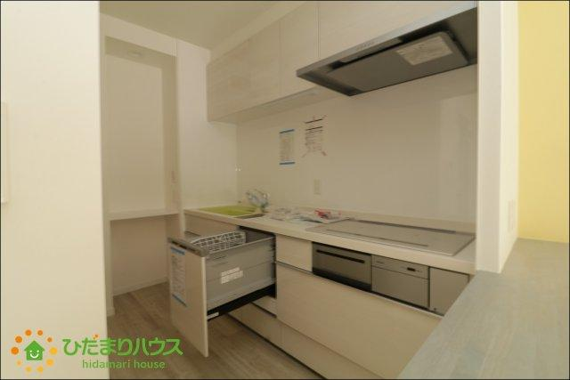 キッチンには食洗器付き!!毎日の家事をサポートしてくれますね。