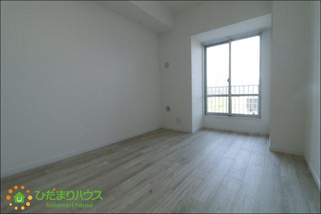 ベッドや鏡台、好みのインテリアを置いて素敵な空間に、、