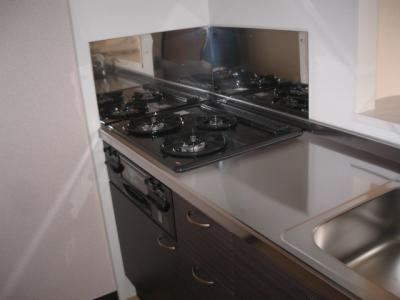3口ガスコンロの広々システムキッチン