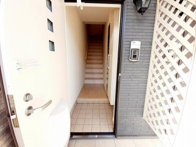 【玄関】エスペランサ・ヴィラB