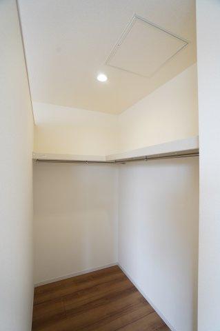 【同仕様施工例】2階8.5帖 WICでお洋服やバックなどの小物もすっきり片付けられます。