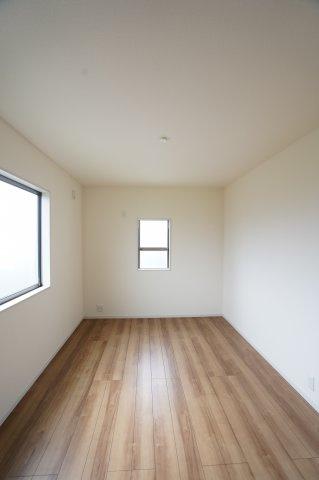 【同仕様施工例】2階6.75帖 南向きで採光・通風のよいお部屋です。