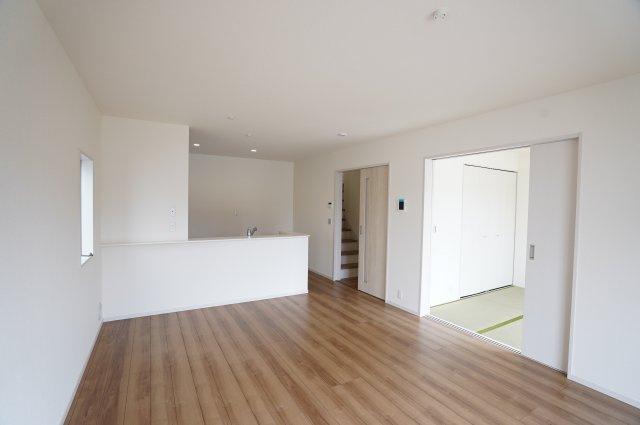 【同仕様施工例】リビングと続き間になっている和室はご家族の憩いの場になります。