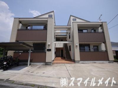 お洒落な外観・木造2階建て、総戸数6世帯のアパートです。