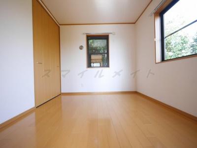 4.5帖の寝室です。2面採光・広々クローゼット付きです。