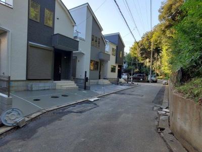 【前面道路含む現地写真】大野町三丁目新築3棟(残り2棟)