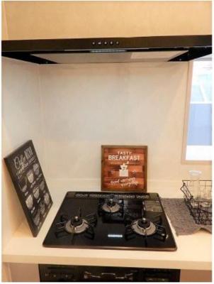 カウンターキッチンはもちろん、3口コンロも装備で充実した時間が過ごせます。