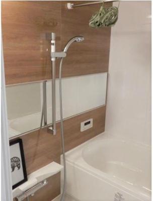 浴槽も新調。浴室乾燥付。