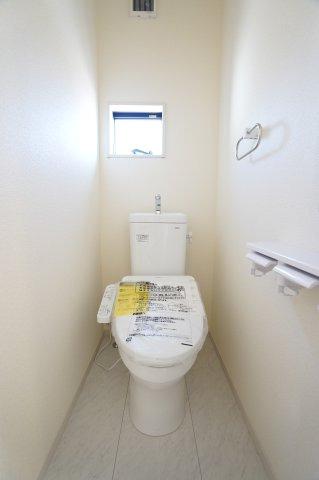 【同仕様施工例】1階廊下 季節物の家電や買い置きした日用品等収納するのに便利です。