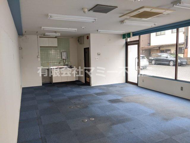 【内装】西新地1号線沿店舗