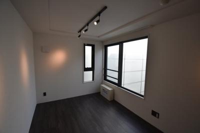 2面採光の明るいお部屋となります