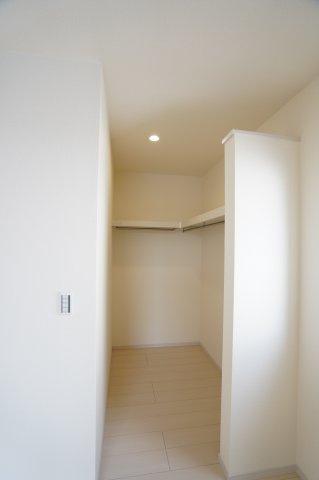 【同仕様施工例】2階 お洋服やバックなどの小物もすっきり片付けられます。