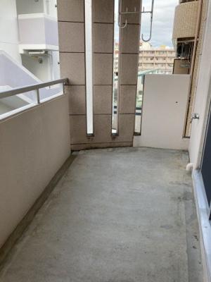 モニター付きインターフォンあり、来客の顔が室内から見えます。