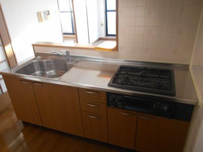 システムキッチンはうれしいカウンターキッチンです