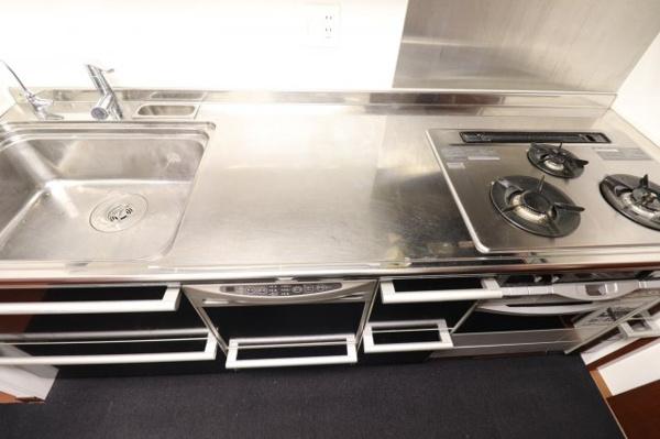 【キッチン】3口コンロで料理の幅も広がります♪収納も充実!!