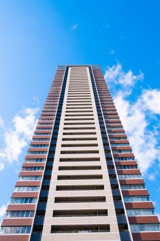 【外観】梅田の街を一望できる、地上44階建てタワーマンション☆