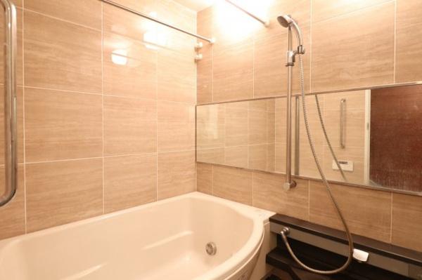【浴室】ホテルライクな浴室でゆったりとした入浴時間をお過ごしいただけます♪