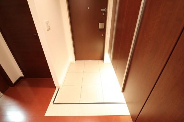 【玄関】シューズボックスや玄関収納と、収納が充実した玄関です◎