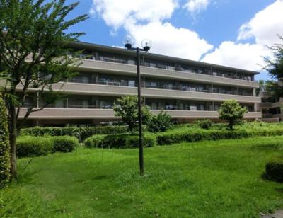 総戸数95戸、2000年4月築、管理人は日勤勤務につき管理体制良好です♪
