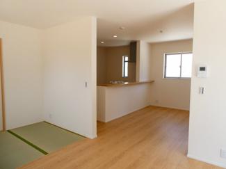 碧南市入船21-1期新築分譲住宅前面道路写真です。南側公道約6.0mに接道