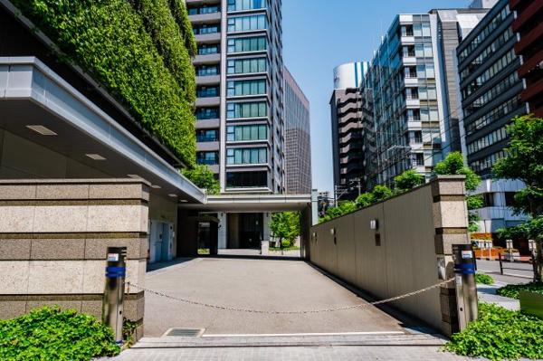 【駐車場】都心のタワーに珍しい別棟建の駐車場です。138台収容、電気自動車用パレットもご用意♪