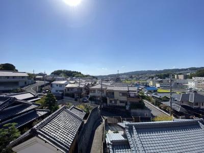 天気の良い日は吉野の山々まで見晴らせます。