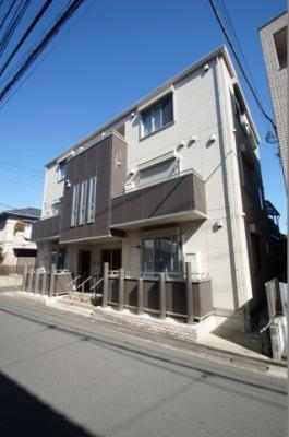 南武線「武蔵中原駅」徒歩6分のアパートです。