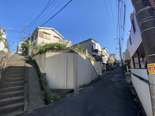 【前面道路含む現地写真】神奈川区神大寺2丁目 土地 建築条件なし
