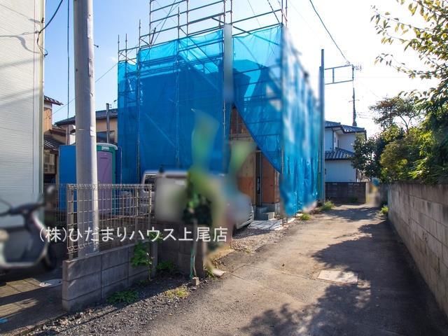 【前面道路含む現地写真】鴻巣市雷電 新築一戸建て グラファーレ 01