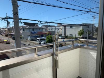 【同社施工事例写真です】人気のルーフバルコニー採用♪屋根があるため、天気を気にせず洗濯物が干せます。2Wayの為、活用しやすいです!