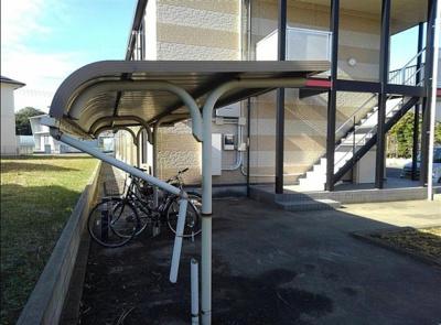 屋根付き駐輪場が使用できます