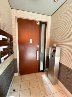 【エントランス】La Luce 敷金0 ネット無料 2人入居可 浴室乾燥機