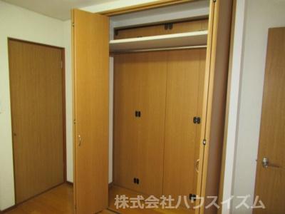 扉を開けた状態。隣のお部屋と行き来可能です。