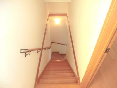 ☆中階段・メゾネットタイプの居室です。☆