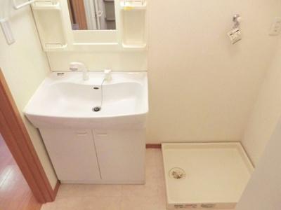 ☆シャワー水栓型洗面台&室内洗濯機置場あり。☆