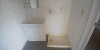 2階、洗面・洗濯機置場です。